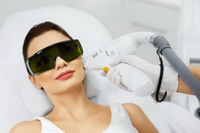 Aesthetic Doctor KL doing laser treatment